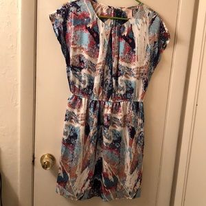 Mid length dress with paint pattern